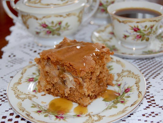 636601770794323063-Apple-Cake-Caramel-Topping.jpg