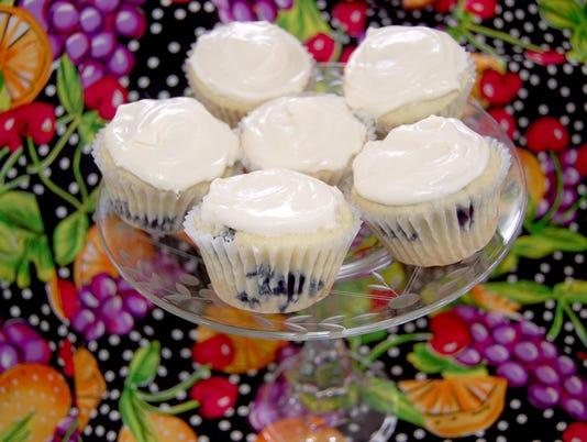 636619897086445346-Blueberry-lemon-cupcakes.jpg