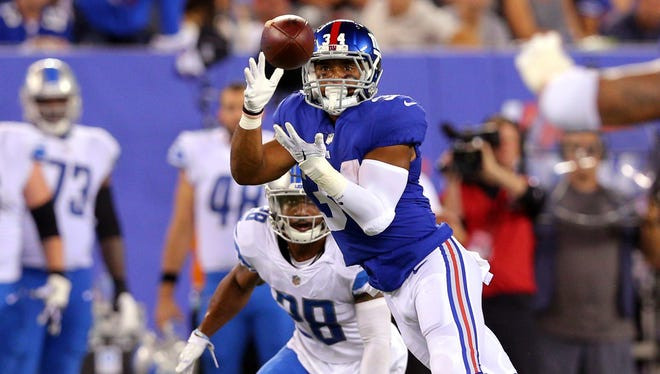 Giants running back Shane Vereen catches a pass in front of Lions cornerback Quandre Diggs on 4th down in the 4th quarter at MetLife Stadium on Sept. 18, 2017. After a review, the placement of the ball was changed and the Lions took over on downs with a 24-10 lead.