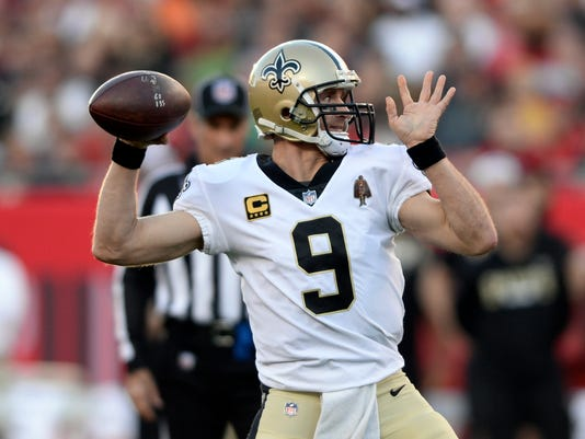 New Orleans Saints quarterback Drew Brees (9) throws a pass against the Tampa Bay Buccaneers during the first half of an NFL football game Sunday, Dec. 31, 2017, in Tampa, Fla. (AP Photo/Jason Behnken)