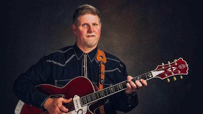 Randy Buckner will be thumbin' the strings to open the show at 6 p.m. Saturday at the Route 66 Opry on Kearney Street.