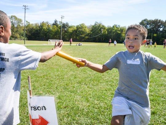 Jefferson Elementary's Kingston Meadows hands off to