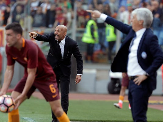 From left, Roma's Kevin Strootman, Roma coach Luciano Spalletti and Atalanta coach Giampiero Gasperini during a Serie A soccer match between Roma and Atalanta, at the Olympic stadium in Rome, Saturday, April 15, 2017. (AP Photo/Gregorio Borgia)