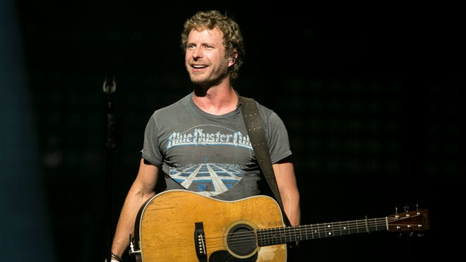 Dierks Bentley performs at Ak-Chin Pavilion July 26, 2014.
