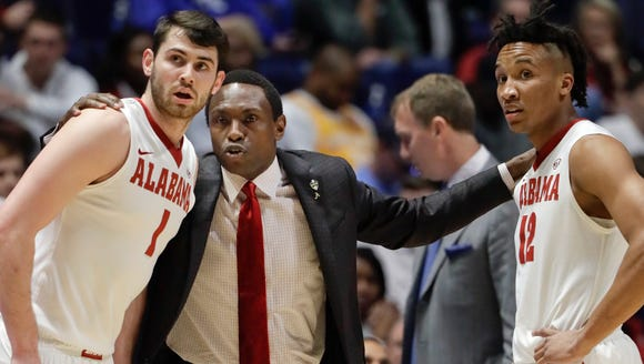 Alabama head coach Avery Johnson, second from left,