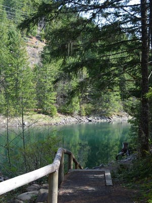 The Upper Arm Day Use Area on the Breitenbush Arm of Detroit Lake features several accessible trails that offer great views and fishing opportunities.