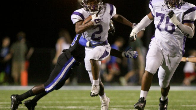 Jakarie Nichols (2) ran for three touchdowns to lift Mangham past Oak Grove in Friday's 2016 season opener.