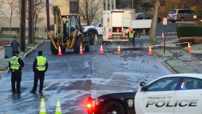 Suez has started to dig and make repairs to a water main break on Perry Lane Tuesday morning, December 6, 2016. Pam Newman, of Teaneck, who lives a few houses away from the water main break said that the trucks started to roll by her house around 5AM and the water coming into her house is clear, but flowing very slowly. Newman also said that he family were not too badly impacted by the water main break this morning since they shower at night.       Tariq Zehawi/NorthJersey.com