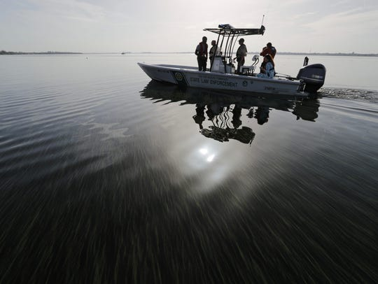 Gov. Rick Scott took a boat tour of the algae blooms