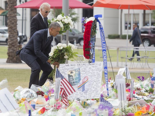 President Obama and Vice President Biden lay flowers