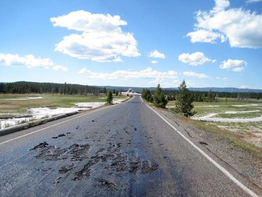 -yellowstone road closed.jpg_20140710.jpg