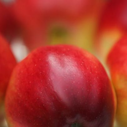 A new study found that daily apple-eaters were just as likely as otherwise similar individuals to go to doctors.