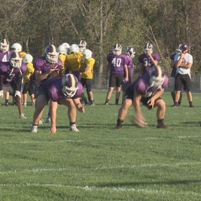Albion High varsity football players serve as mentors to middle schoolers