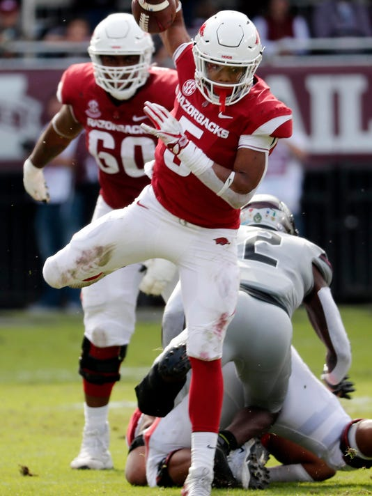 Arkansas_Mississippi_St_Football_75941.jpg