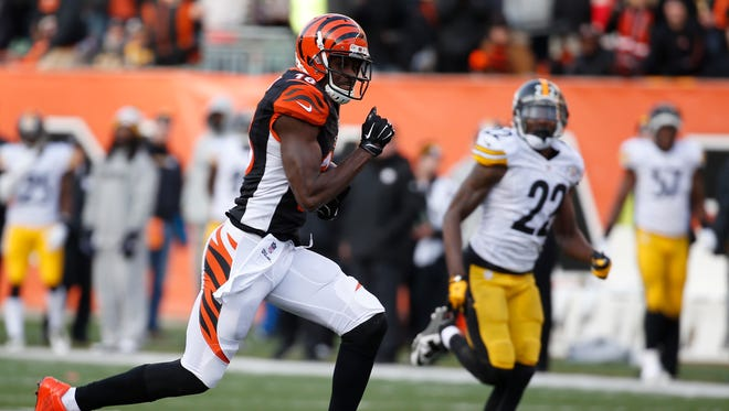 The Cincinnati Bengals wide receiver A.J. Green (18) runs in for a third quarter touchdown after a reception against the Pittsburgh Steelers at Paul Brown Stadium. The Enquirer/Jeff Swinger