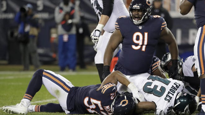 Chicago Bears nose tackle Eddie Goldman (91) reacts as Chicago Bears linebacker Khalil Mack (52) stops Philadelphia Eagles running back Darren Sproles (43) during the second half of Sunday's NFC wild-card playoff game in Chicago.