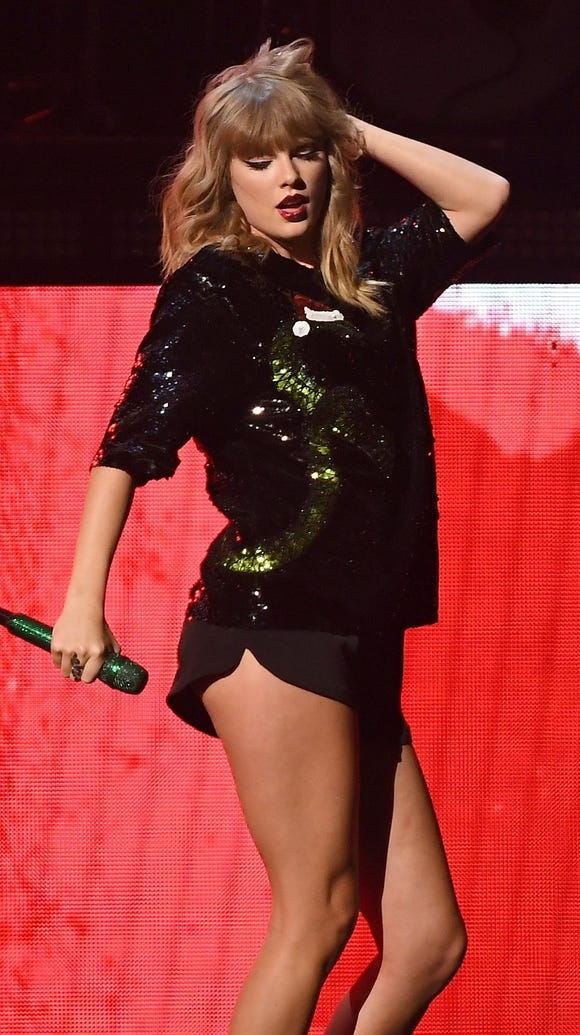 Taylor Swift performs at the Z100's iHeartRadio Jingle Ball 2017 on Dec. 7, 2017 in New York.
