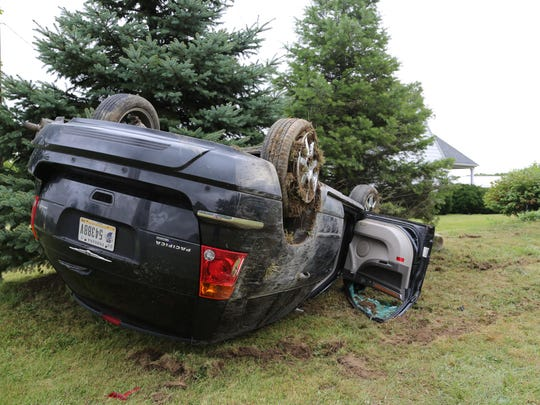 Minor accident leads to rollover on River Road