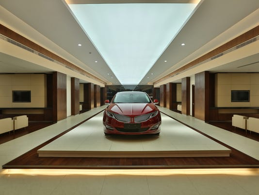 Lincoln-MKZ-on-display-in-Lincoln-Store-in-China.JPG