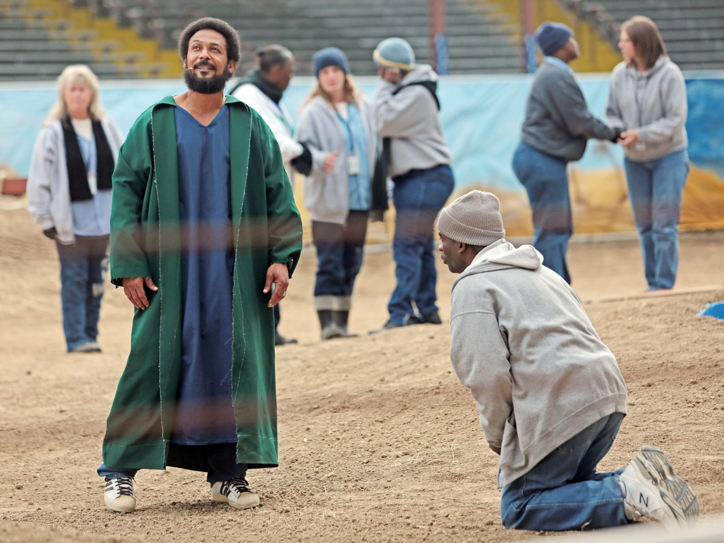Inmates Bobby Wallace, playing Jesus, and James Hall,