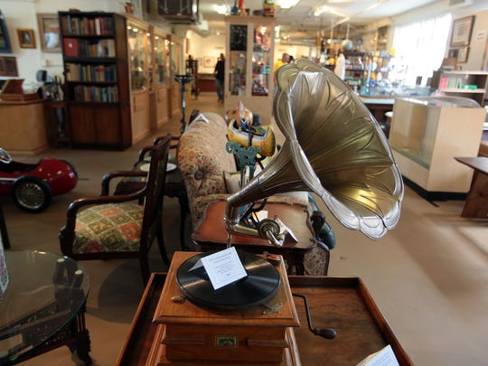 Antique Galleries of Palm Springs offers vintage shopping in Palm Springs.