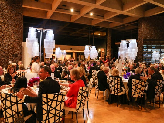 Attendees of the Palm Springs Art Museum Gala 2015 as they dine.