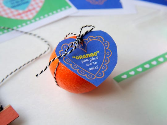 A Cutie tangerine is dressed up with a sweet printable message.