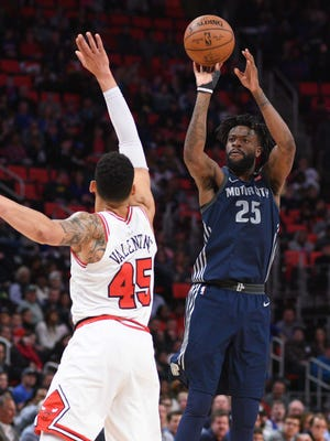 Detroit Pistons forward Reggie Bullock shoots as Chicago Bulls forward Denzel Valentine defends during the fourth quarter at Little Caesars Arena on Friday, March 9, 2018.