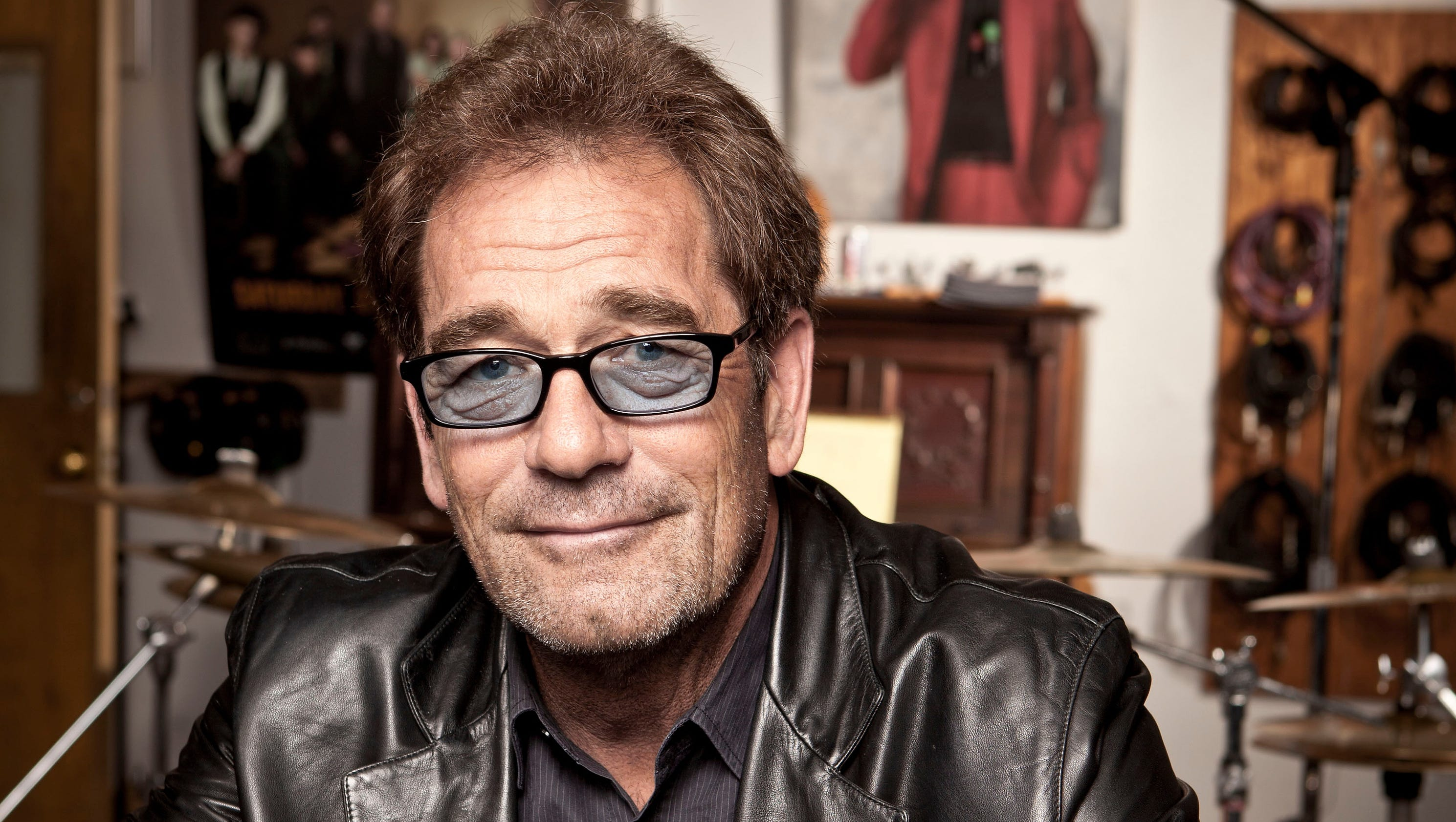 Who is huey lewis dating 1