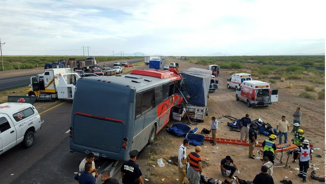 A passenger bus crashed into a cargo truck on Sueco-Villa Ahumada on the Pan American Highway, leaving 10 people dead and more than 30 injured.