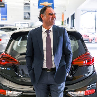 Guinness Records' top car salesman, 89, fights the very idea that he's been topped