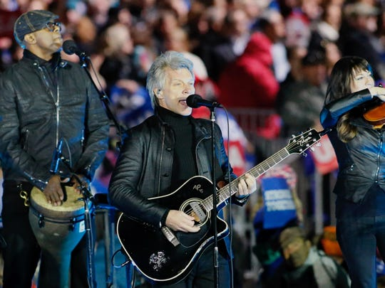 Jon Bon Jovi performs during a rally in suport of Democratic presidential nominee Hillary Clinton on Independence Mall in Philadelphia, Pennsylvania, November 07, 2016 / AFP PHOTO / KENA BETANCURKENA BETANCUR/AFP/Getty Images