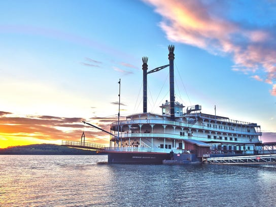 24. Showboat Branson Belle ext dock