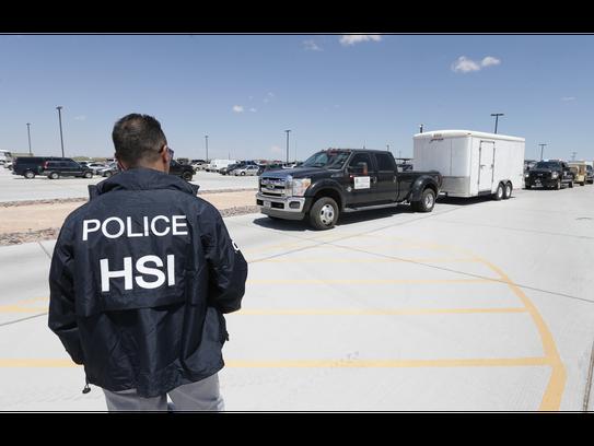 El Departamento de Policía de Salinas está trabajando con la Oficina de Investigaciones de Seguridad Nacional (HSI) para investigar el tráfico de humanos y los delitos de pandillas en Salinas, anunció dicho departamento.