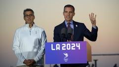 Los Angeles mayor Eric Garcetti (R) and LA2024 bid