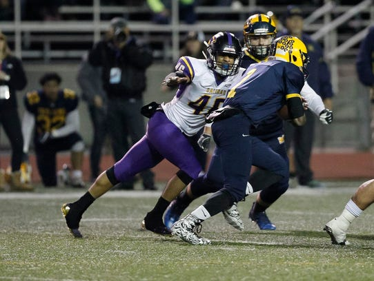 Salinas' Gustavo Montoro tackles Mipitas' Tyree Bracy