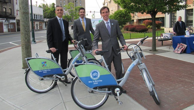 Commissioner of Development Luiz Aragon (left), P3GM Operations Manager Pedro Cabassa (center) and Mayor Noam Bramson (right) with bike models for the proposed bike share program at Bike to Work Day on May 20, 2016.