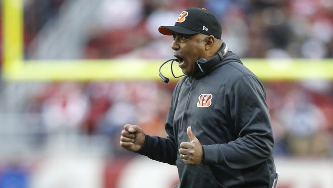 Marvin Lewis reacts to a play in the Bengals 24-14 victory over San Francisco on Sunday in Santa Clara. The team clinched its fifth straight playoff berth.