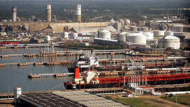 The Los Pajaritos petrochemical complex, shown on Jan. 13, 2005, belongs to Mexico's state-owned oil company Pemex in Coatzacoalcos, Mexico.