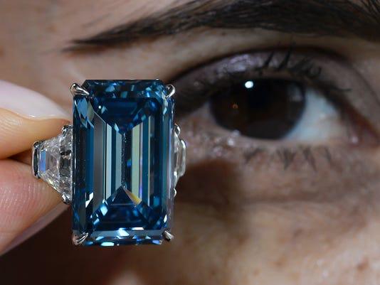 FILES-SWITZERLAND-AUCTION-DIAMOND-LUXURY-LIFESTYLE