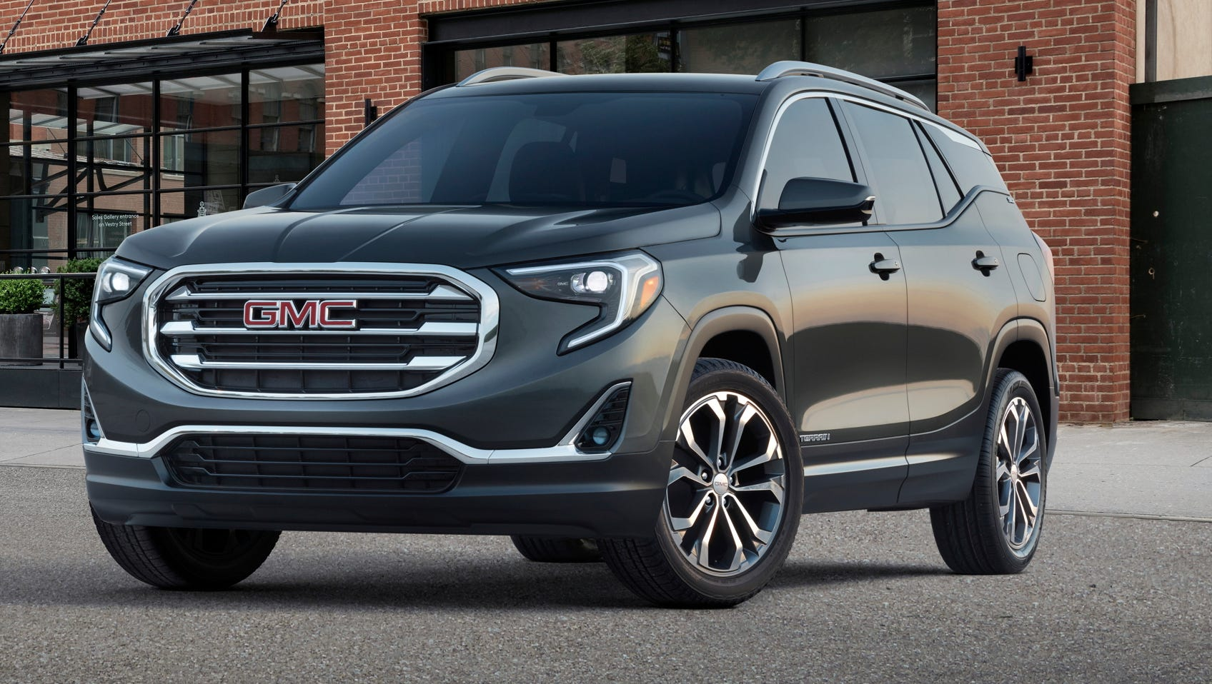 Gm Shows Off 2018 Gmc Terrain Suv With Bold New Nose