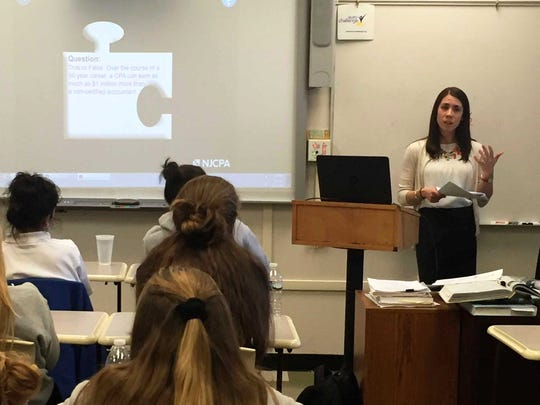 Stephanie Poll, CPA returned back to the Mount to inform students about the rewarding career options available to those who chose to pursue an accounting degree.  As a Senior Manager in the audit practice at Deloitte