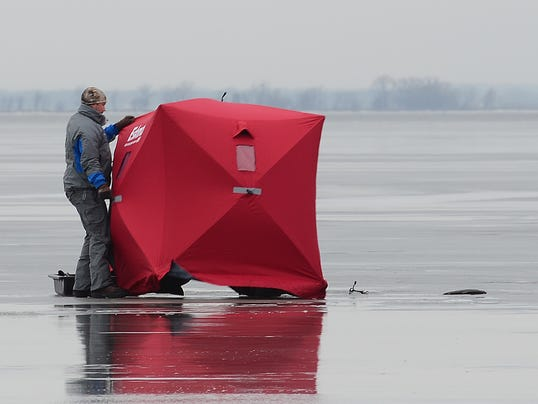 635552981555776855-ice-fishing-1