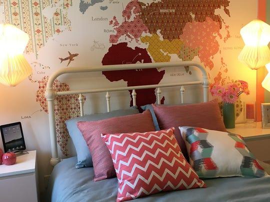 Make a unique wall map using wallpaper.