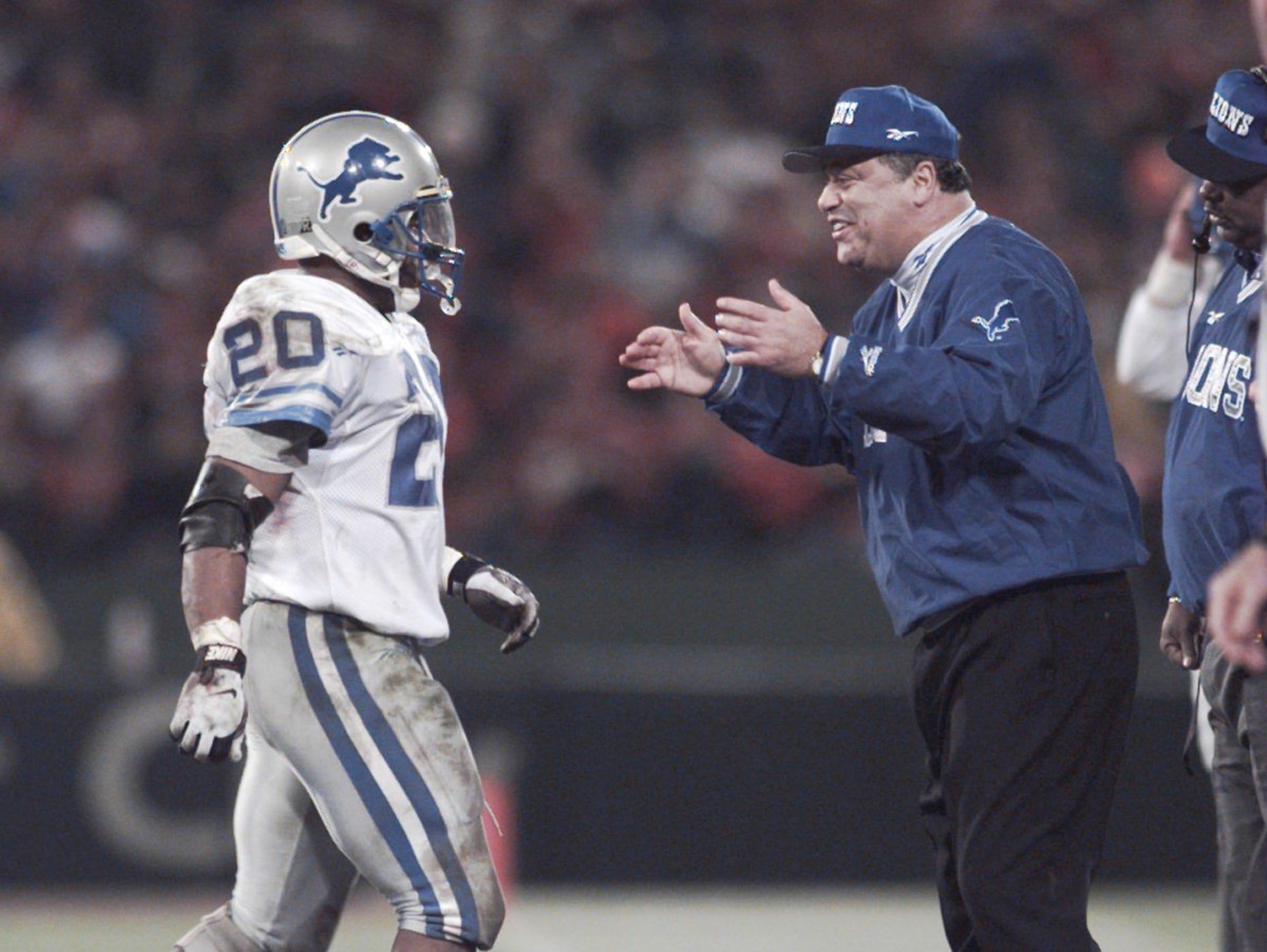Detroit Lions coach Wayne Fontes greets Barry Sanders