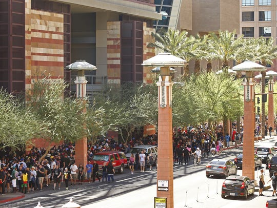 Long lines wrap around the block at Phoenix Comicon