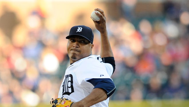 Tigers' starting pitcher Alfredo Simon (31) pitches in the first inning.