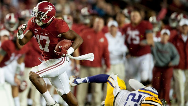 Kenyan Drake (17) may have felt as if he and the Alabama Crimson Tide couldn't escape the bad weather Saturday.