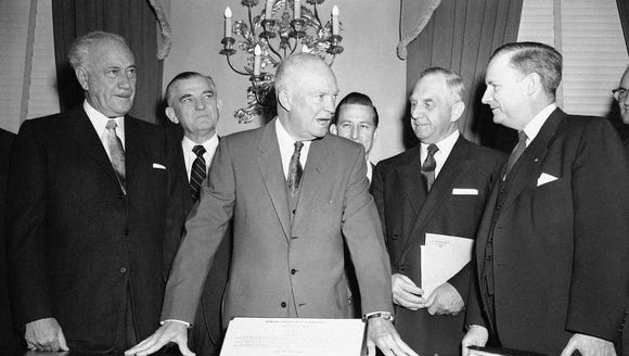 President Eisenhower comes to the Mayflower Hotel in