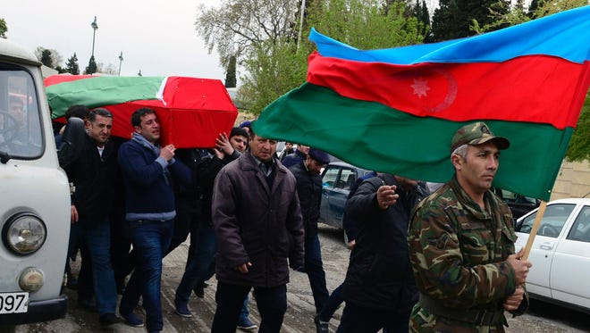 Men carry the coffin of an Azerbaijan's serviceman, who was killed on April 2 during clashes between Armenian and Azeri forces in Armenian-seized Azerbaijani region of Nagorny Karabakh, during his funeral in Terter on April 3, 2016.